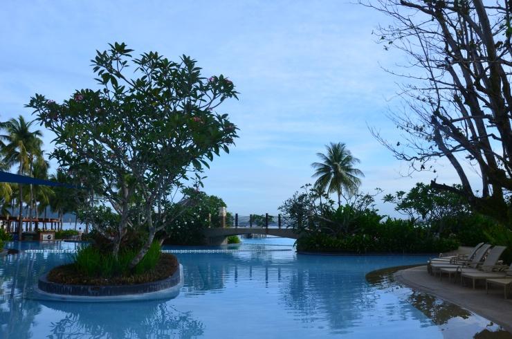 Shangri La Tanjung Aru swimming pool