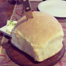 cocina discos restaurant El Calafate bread with knife