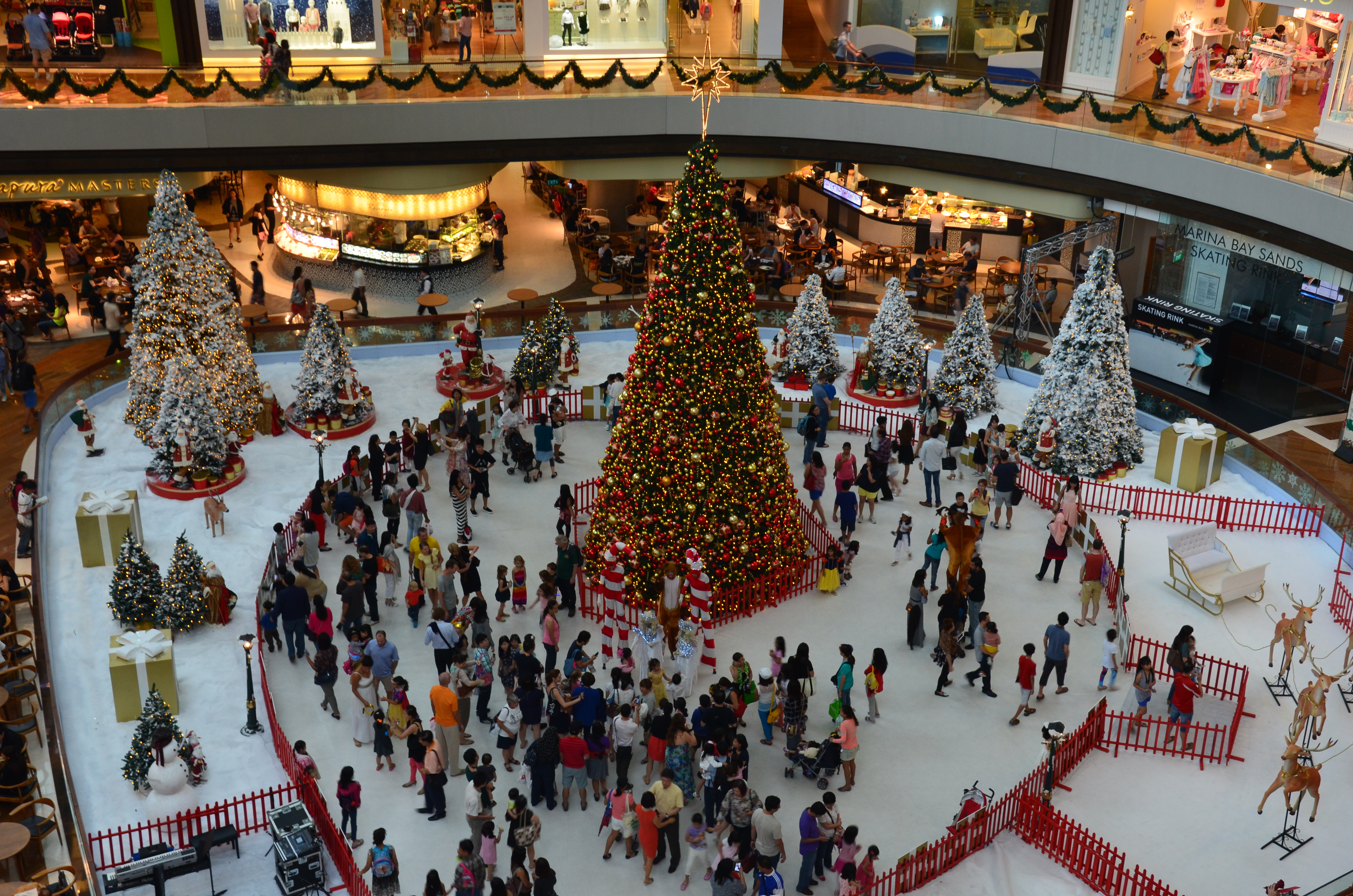 Singapore's Christmas Trees, Festive Lights and Dazzling Decorations  Why Wa...