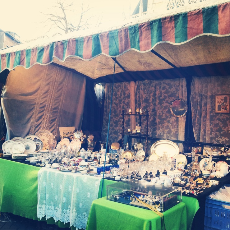 Brussels antique weekend market