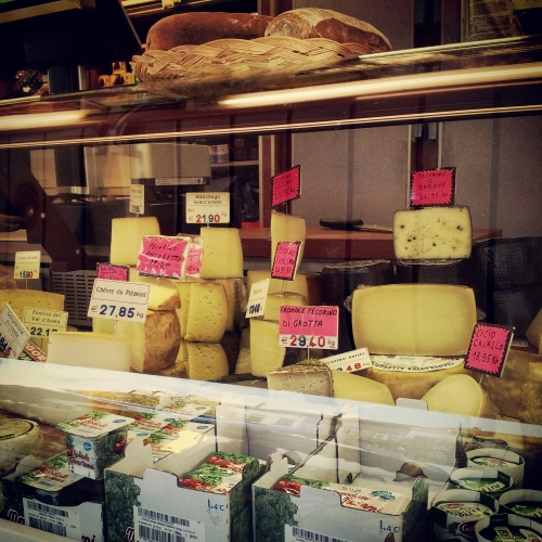 Place Jourdan fromage stall
