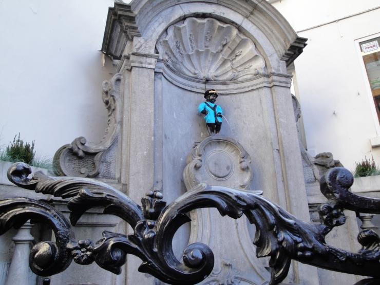 statue boy urinating Brussels