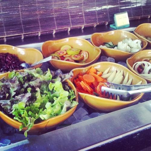 salad bar hotel breakfast Crown Lanta