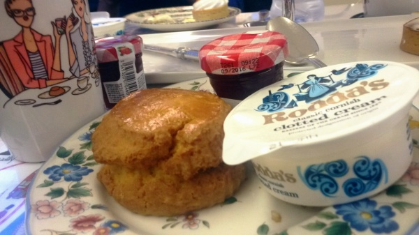 scone jam Rondas clotted cream