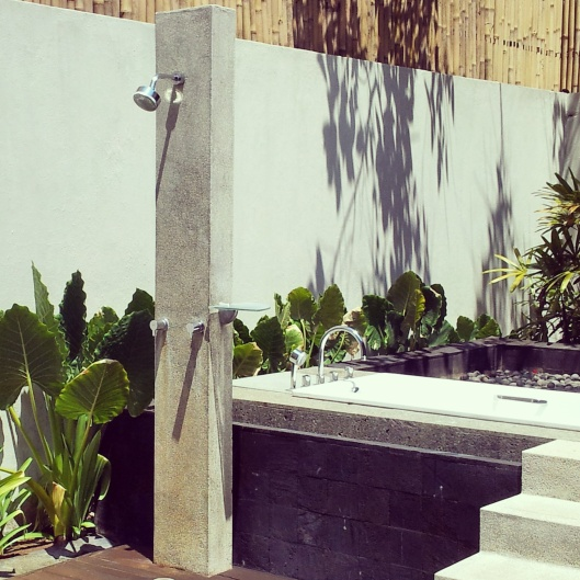 Kayumanis luxury resort outdoor shower