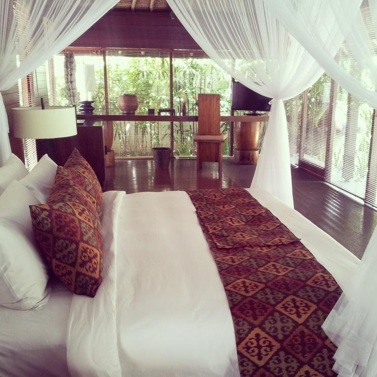 Kayumanis private pool villa bedroom