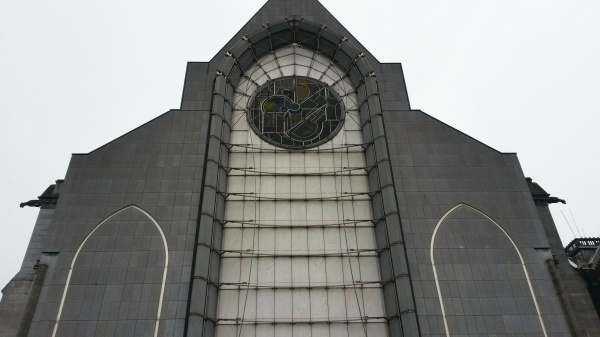 lille cathedral modern exterior