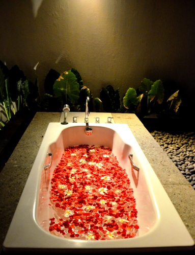 rose petal bath romantic Bali Kayumanis