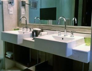 bathroom Ritz Carlton club level abu dhabi