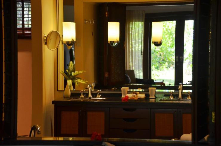 constance lemuria resort bathroom