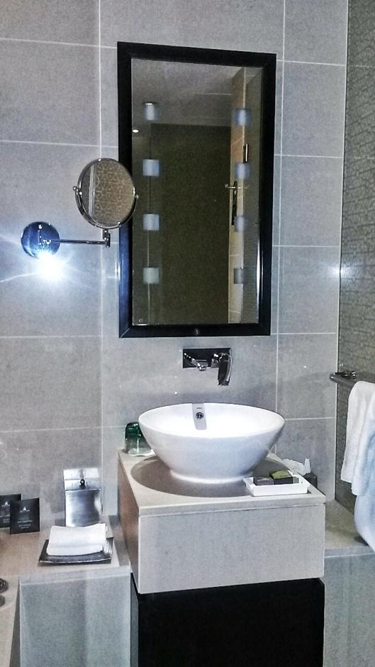 bathrooms Southern Sun Hotel Abu Dhabi