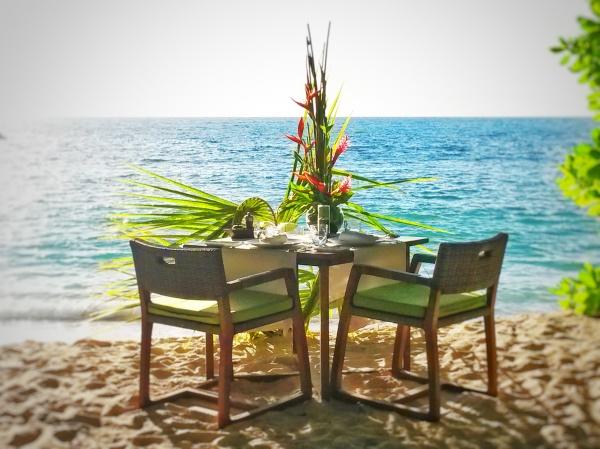 romantic private beach dinner Seychelles