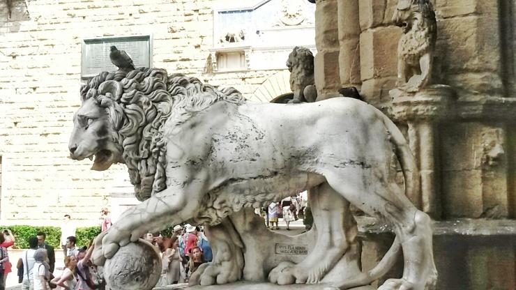lion statue piazza della signoria florence