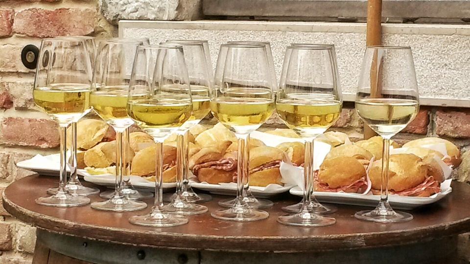 Cicchetti and Wine walking Tour Venice