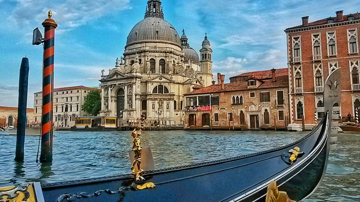A Gondola Ride Gift Experience In Venice With Tinggly