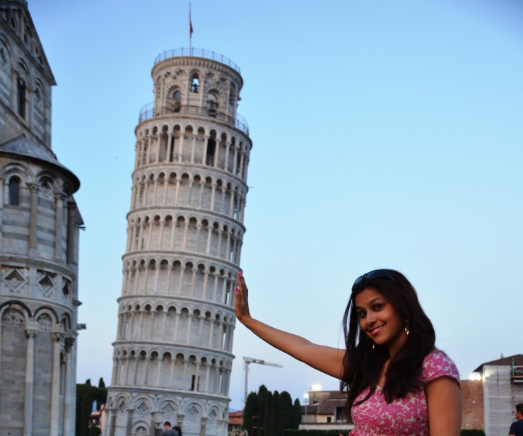 leaning tower pisa pose