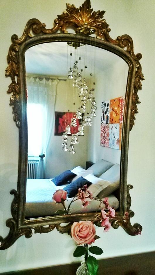large mirror Pisa hotel