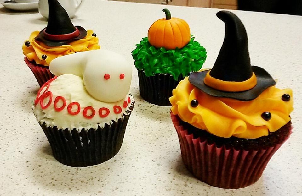 witch hat ghost pumpkin cupcake