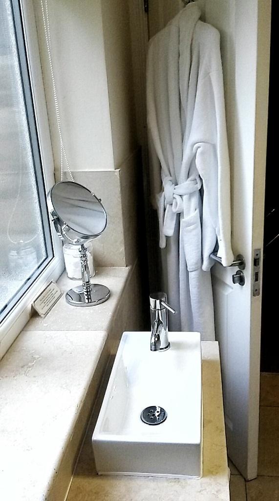 Anchor Inn hotel bathroom Durham