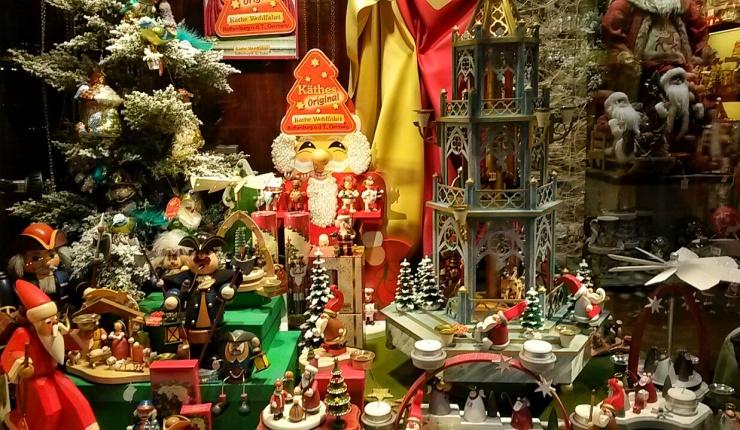 festive Christmas decorations Bruges
