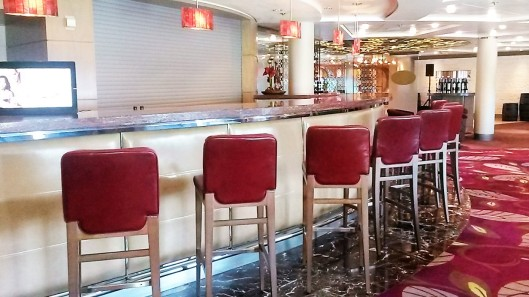 cruise ship bars and restaurants