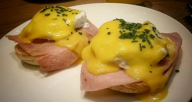Eggs Benedict Costes Downtown Restaurant Budapest