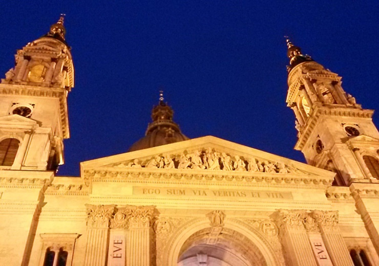 St Stephen's Basilica at night