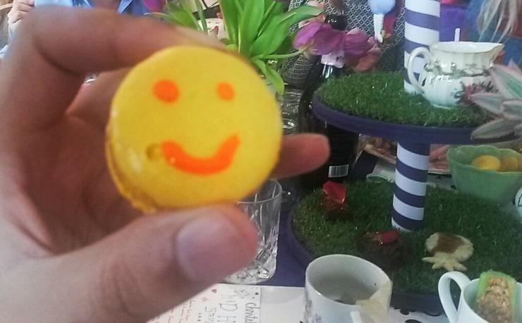 smiley face macaron