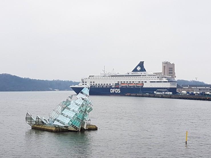 floating glass steel sculpture Oslo