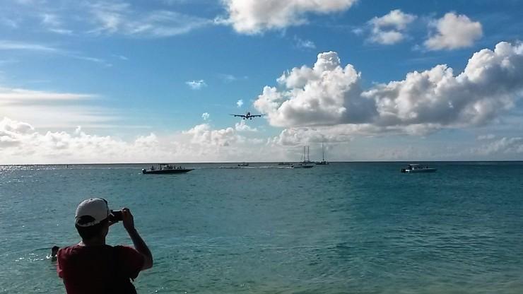 plane spotting Maho Beach