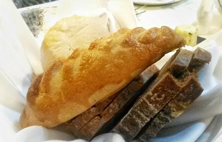 restaurant bread basket chicken pasty