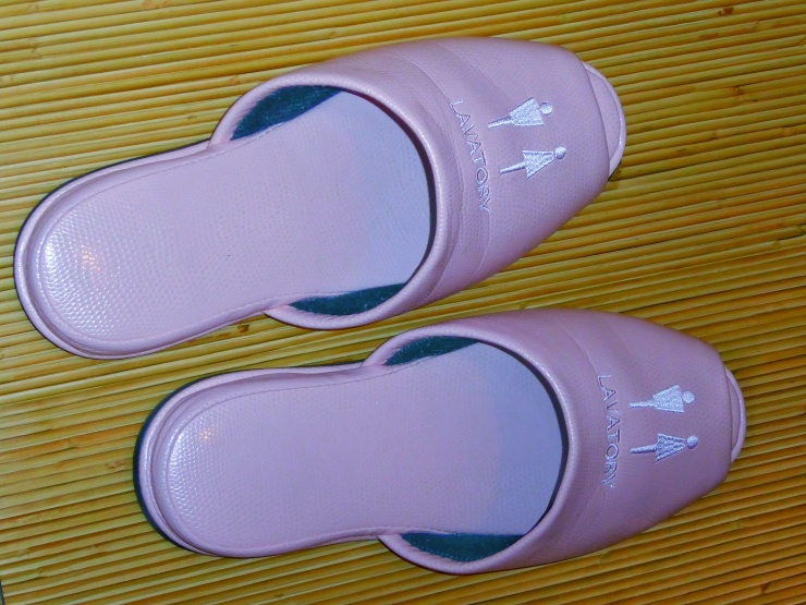 toilet slippers etiquette Japan