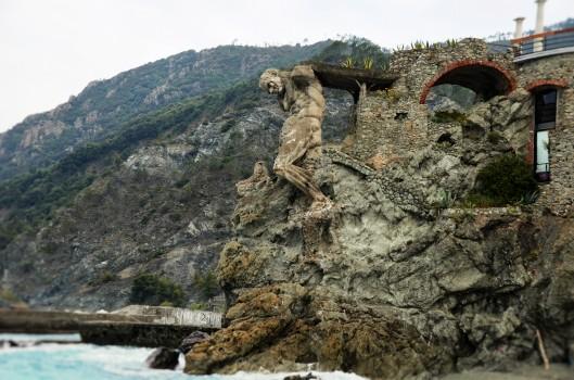 Il Gigante Atlas Statue Monterosso