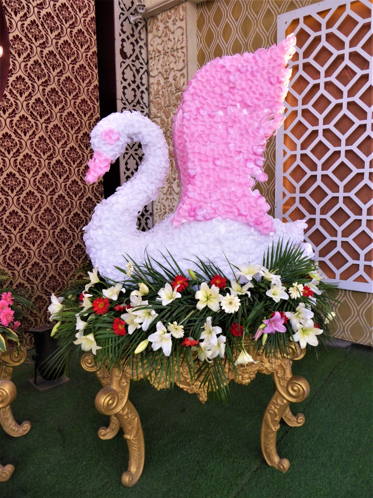 swan sculpture decoration