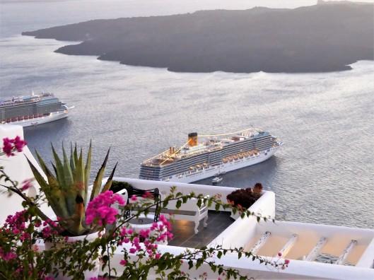cruise ship Santorini