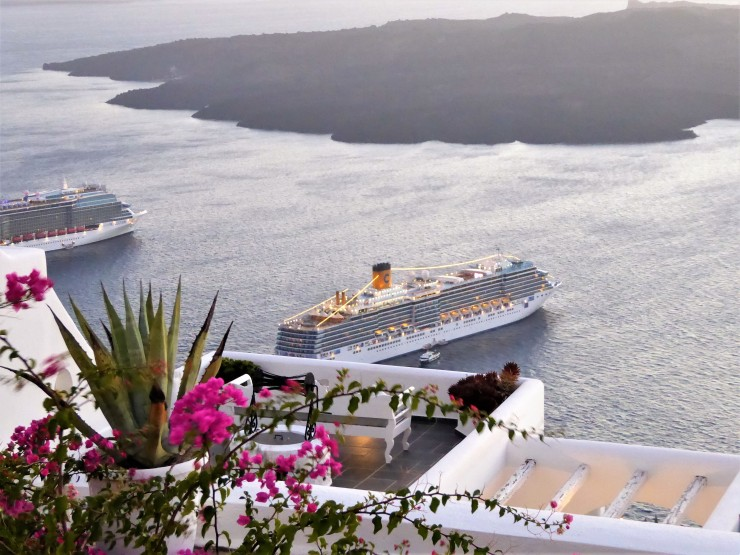 cruise ship Santorini