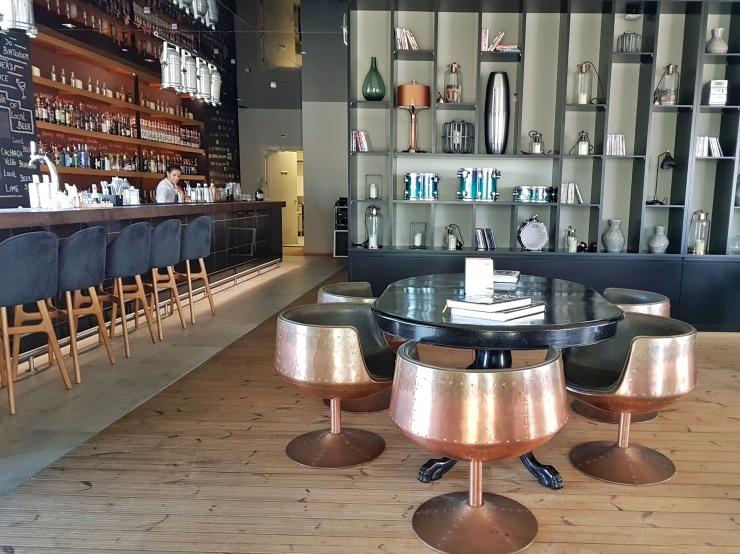 Azor Hotel pool bar