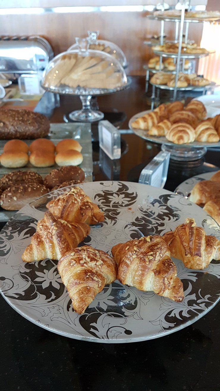 club lounge food IC Doha City